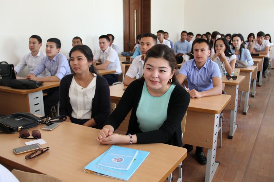 """Nukus Evro Stroy"" раҳбари  талабаларга мастер-класс ўтди"